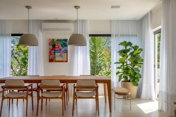 Casa cercada de plantas é o ideal para relaxar